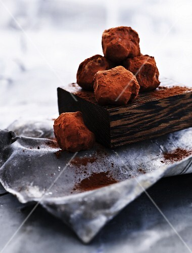 Date and banana pralines dusted with cocoa powder