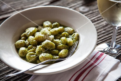 Gnocchi with green pesto and grated cheese