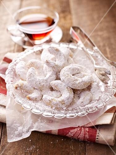Vanilla crescent biscuits and black tea