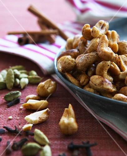 Seasoned nuts for nibbling