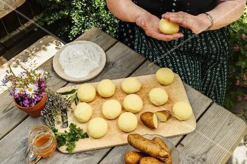 Making potato dumplings