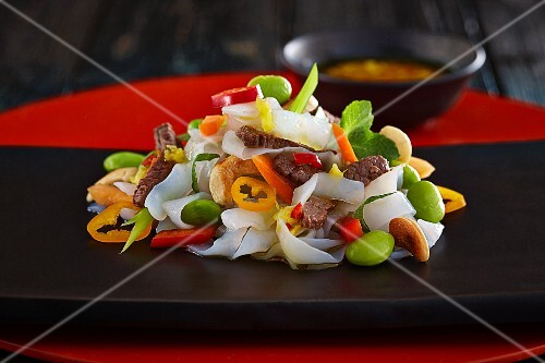Noodle salad with beef and vegetables