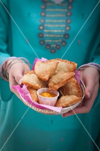 Samosas (deep-fried pastries, India)