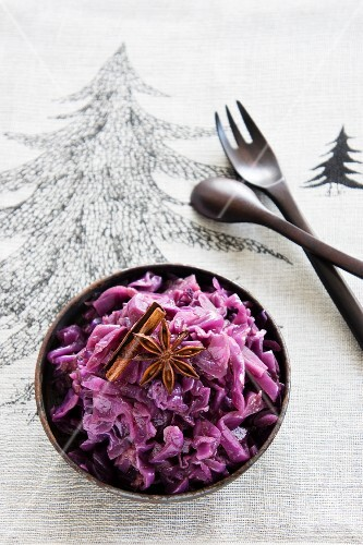 Red cabbage with cinnamon and star anise (Christmas)