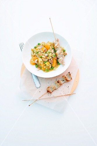 Turkey curry with tender wheat, apricots and peas