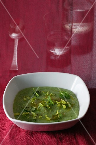 Cold lettuce soup with mint
