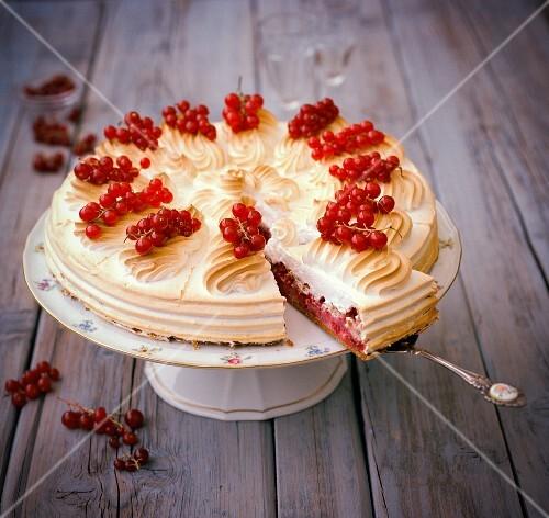 Träubleskuchen (redcurrant cake) with meringue