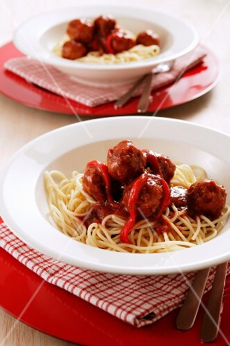Spaghetti with meatballs and pepper