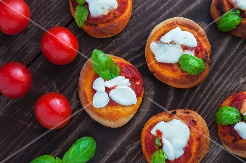 Pizzette (mini pizzas with tomatoes, mozzarella and basil)