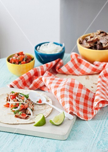 Carnitas (tortillas filled with pork, Mexico)