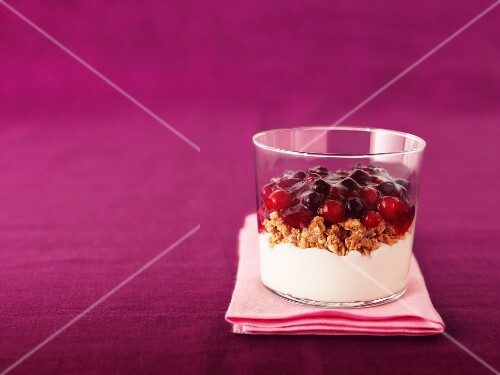 Berry compote with cereals and cream