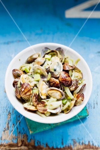 Venus clams with a fennel medley