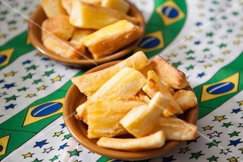 Mandioca frita (fried yucca root, Brazil)