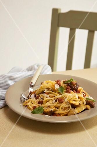 Spaghetti with mushrooms and chorizo