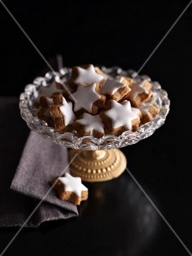 Cinnamon stars on a glass plate