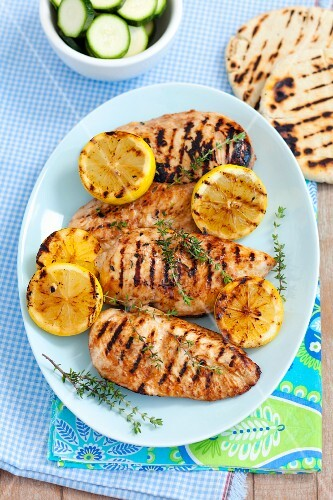 Grilled chicken breast with lemon and pita bread