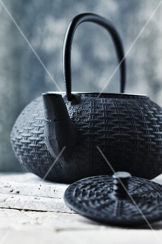 A cast iron oriental tea pot (close-up)