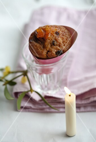 A sponge cake with rum-soaked raisins, candied oranges and kumquats in a bag