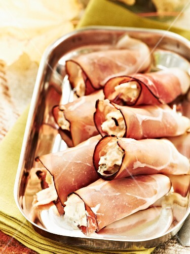 Ham rolls filled with horseradish for an autumnal picnic