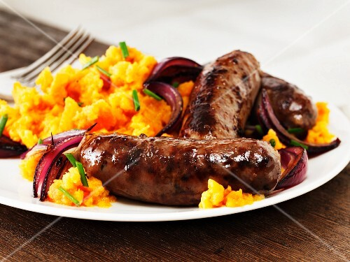 Sausages with mashed sweet potatoes and red onions
