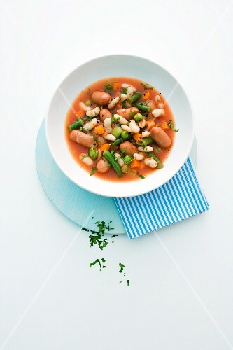 Bean stew with tomatoes and cocktail sausages