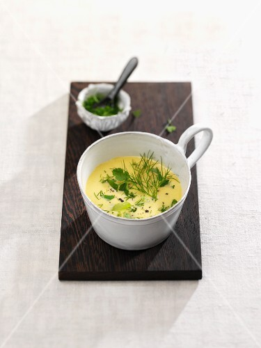 Braised cucumber soup with dill and coriander