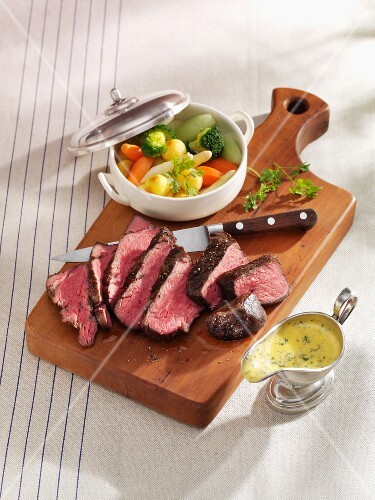 Beef fillet with Hollandaise sauce and vegetables
