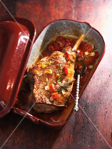 Braised leg of lamb with tomatoes and rosemary