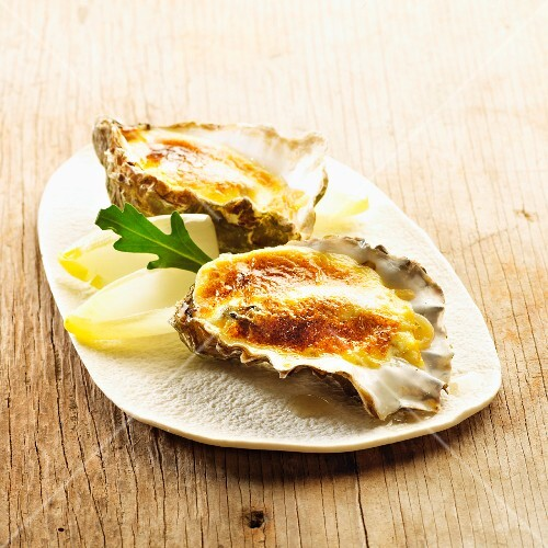 Gratinated oysters with chicory