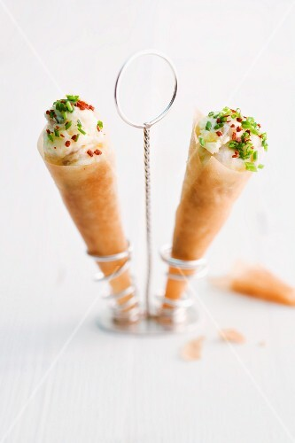 Mashed potatoes with smoked eel in strudel pastry cones