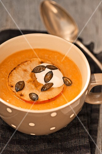 Apple and potato soup with pumpkin seeds
