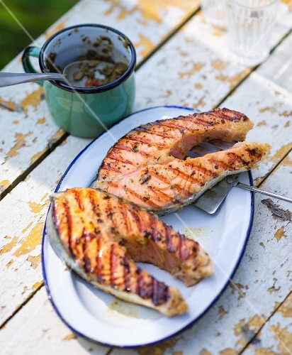 Grilled salmon steaks in pastis with tapenade