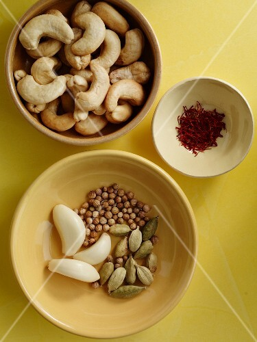 Cashew nuts, garlic and spices