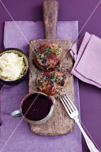 Veal fillet with elderberry sauce