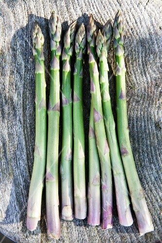 Green asparagus (seen from above)