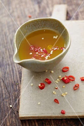 Salad dressing with turmeric and chilli peppers