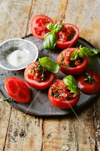 Stuffed tomatoes with basil and vanilla salt