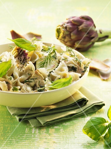 Farfalle with artichokes and basil