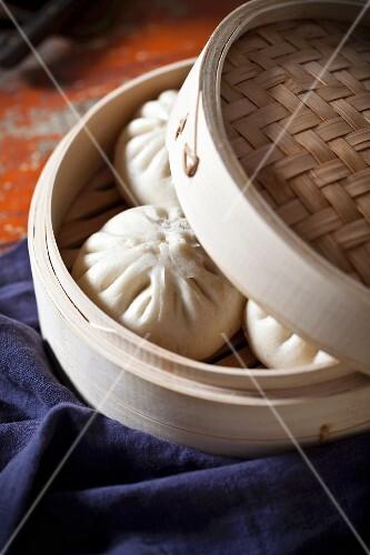 Dumplings in a bamboo steamer (Asia)