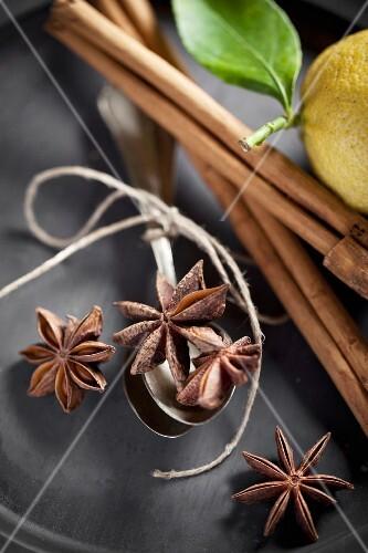 Star anise, cinnamon sticks and a lemon