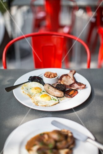 An English breakfast served in a restaurant