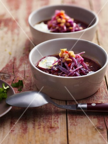 Lentil soup with red cabbage