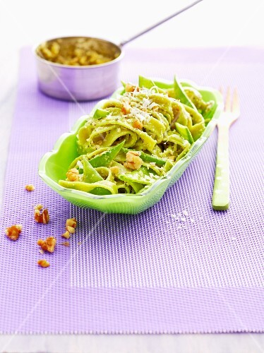 Green pasta with ginger and lime pesto