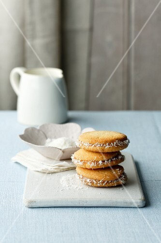 Alfajores (biscuits filled with dulce de leche, Latin America)