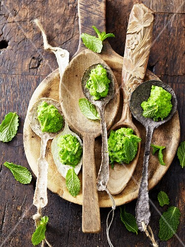 Mushy peas with mint on spoons