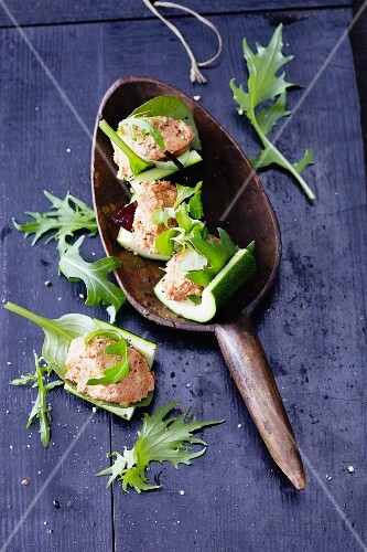 Courgette ships filled with salmon cream
