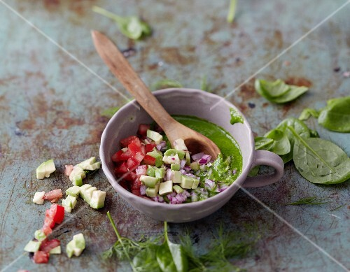 Spinach salsa with avocado and tomatoes
