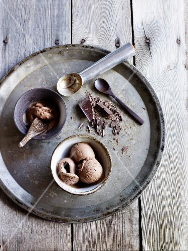 Chocolate ice cream and grated chocolate
