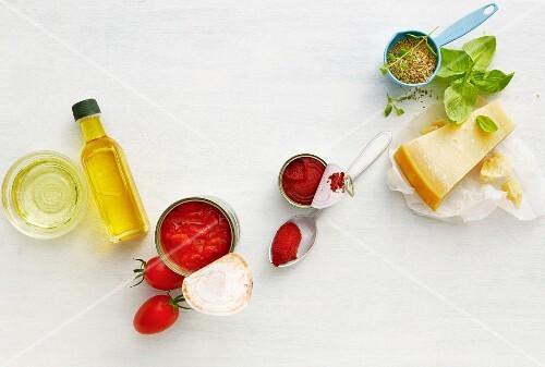 Ingredients for pasta sauces (tomato sauce, pesto)