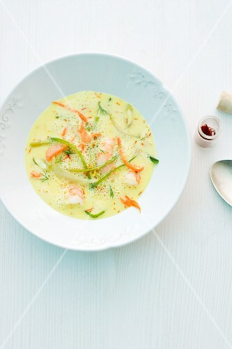 Cream of saffron soup with marinated prawns